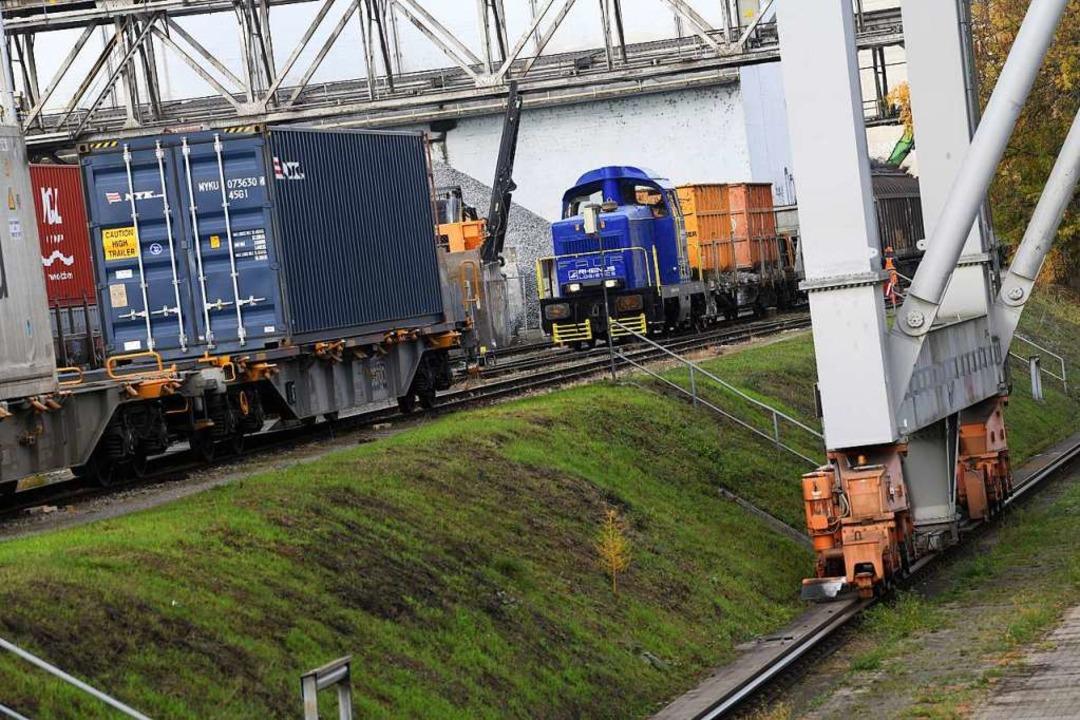 Was unbedingt weg muss, wird über Schiene oder Straße transportiert.  | Foto: Juri Junkov