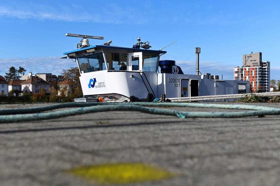 Das Schiff liegt deutlich unterhalb de...; weil der Wasserstand so niedrig ist.  | Foto: Juri Junkov