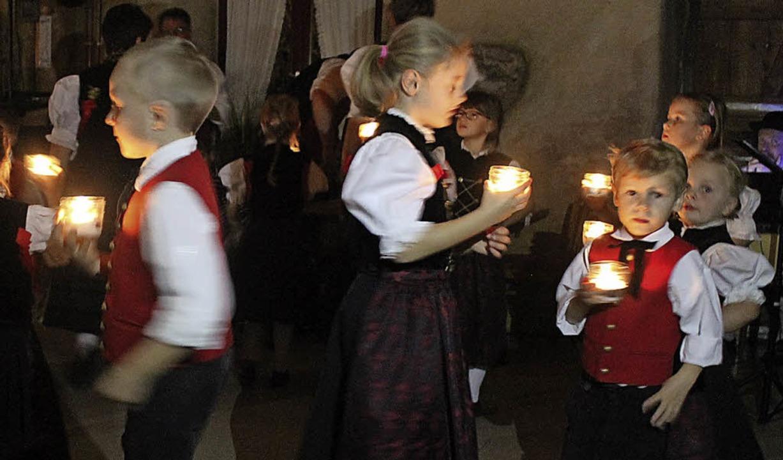 Auch die Kinder der Trachtentanzgruppe zeigten Tänze.   | Foto: C. Liebwein