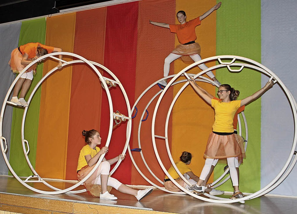 Immer wieder spektakulär: Übungen mit dem Rhönrad   | Foto: Gessner