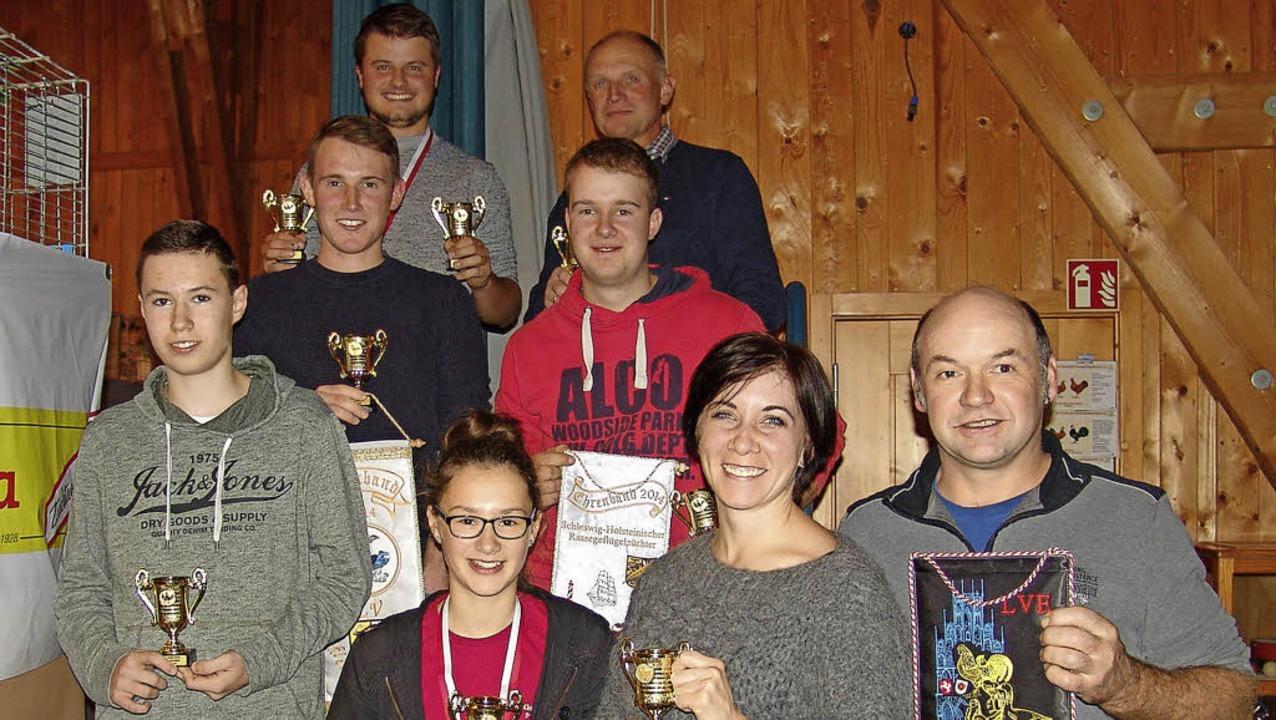 Die erfolgreichen Kleintierzüchter, die in St. Märgen ausgezeichnet wurden.   | Foto: Heinrich Fehrenbach
