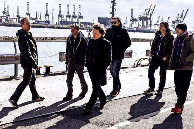 Sechs Liedermacher zusammen werden zu den Monsters