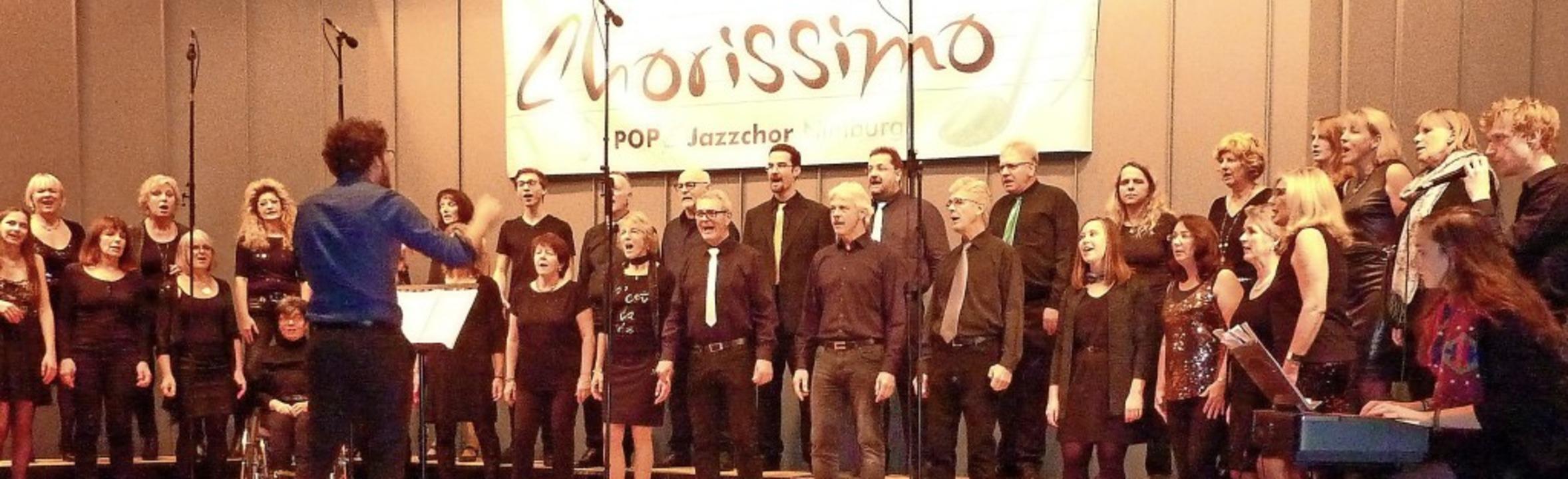 Chorissimo begeisterte die Zuhörer in ...halle durch ein mitreißendes Konzert.   | Foto: Karlernst Lauffer