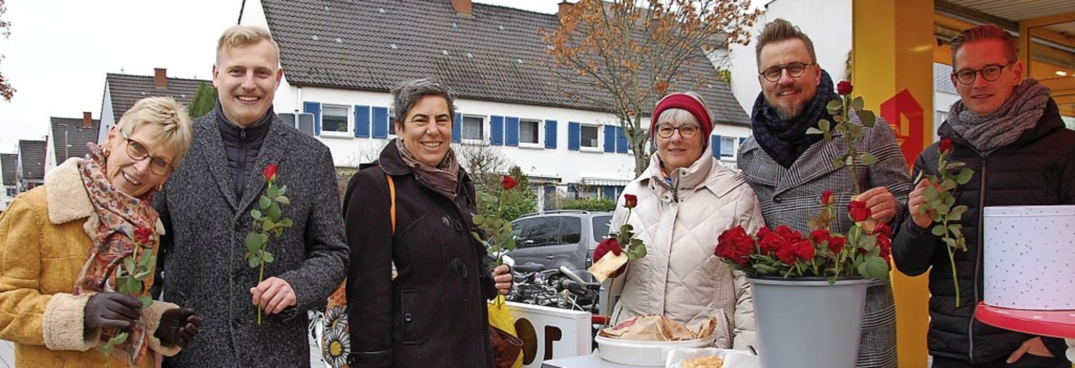 Monika Sulzberger, Christian Dell (von...marktes das Gespräch mit Bürgerinnen.   | Foto: Frey