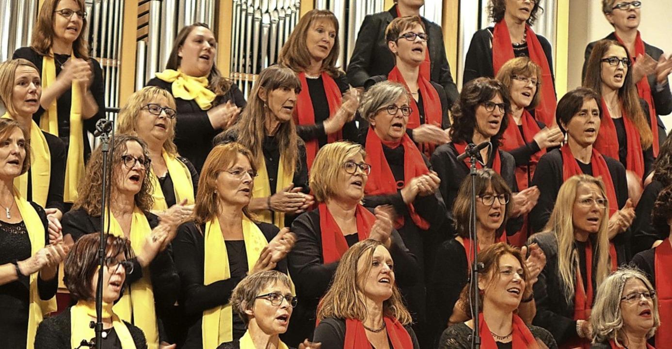 Mit viel Elan und Emotionalität sang d...  moderne Gospelsongs und Spirituals.     Foto: Roswitha Frey