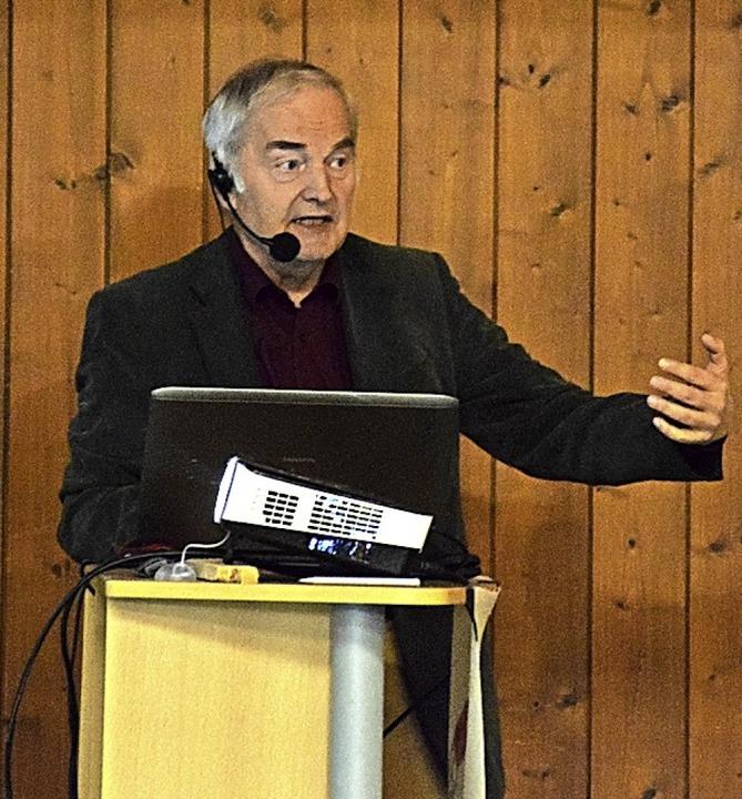 Pharmazieprofessor Werner Roos sprach zum Thema Infraschall.  | Foto: Stefan Ammann