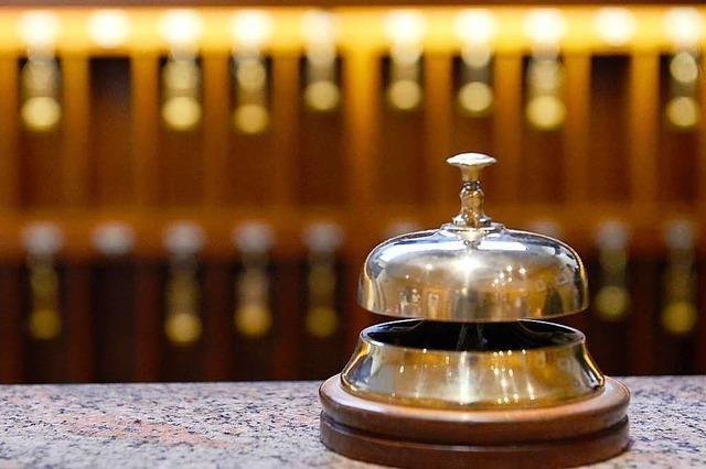 Polizei nimmt drei randalierende Hotelgäste fest