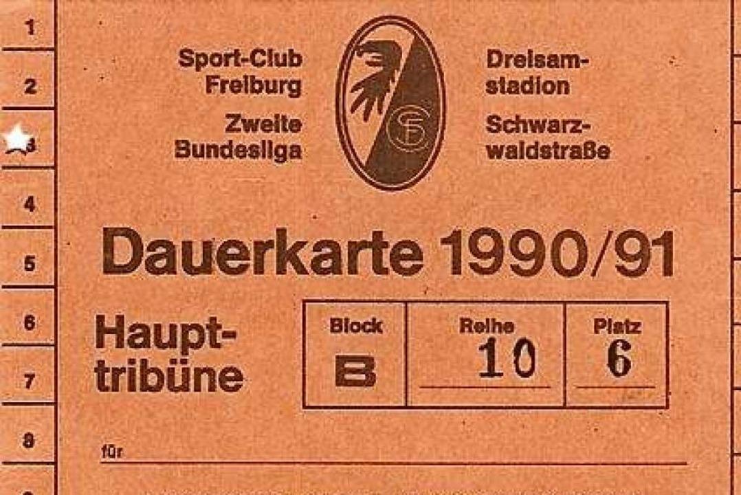 Lange her: eine nahezu historische Dauerkarte des SC Freiburg.    Foto: Privat