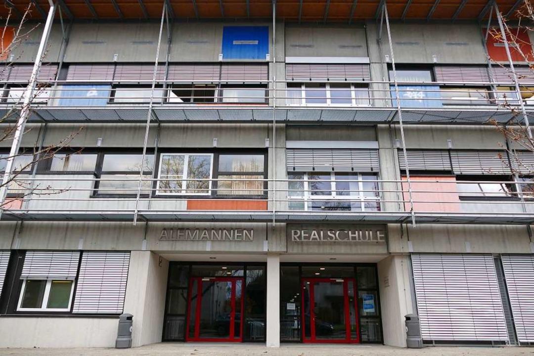 Die Alemannen-Realschule stammt aus de...k lassen inzwischen zu wünschen übrig.  | Foto: Susanne Ehmann