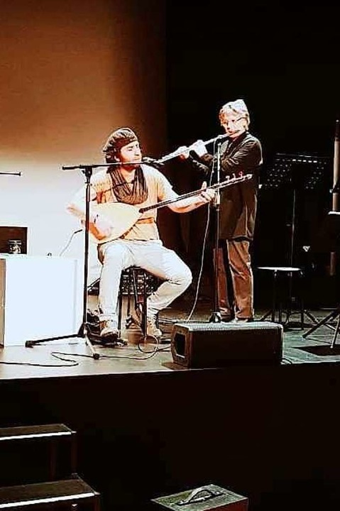 Samano Altahir und Ute Schmitz musizieren.  | Foto: privat