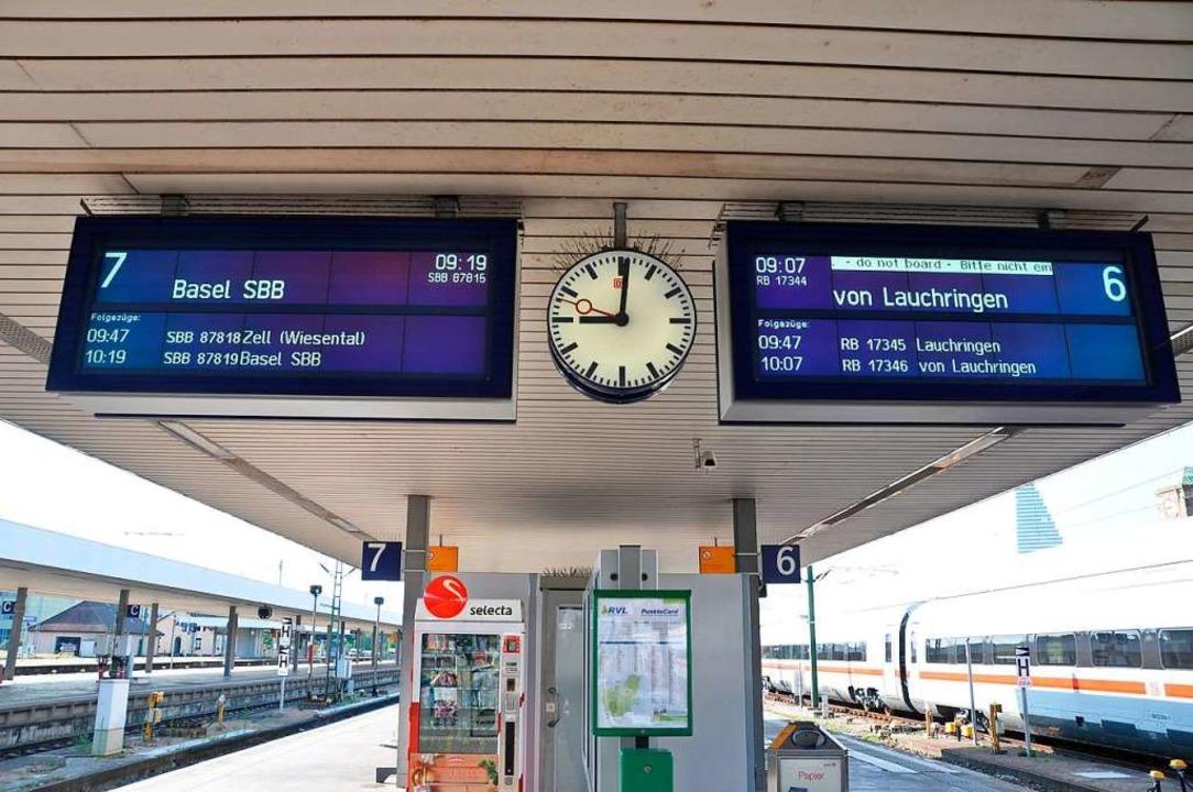 Nun können  Asylbewerber am Badischen ...anz legal die deutschen Züge wechseln.    Foto: Daniel Gramespacher