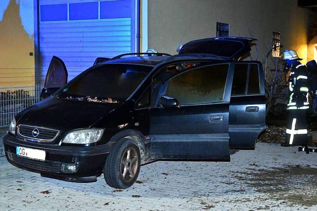 Dieses Fahrzeug fing am Dienstagabend Feuer.  | Foto: Wolfgang Künstle