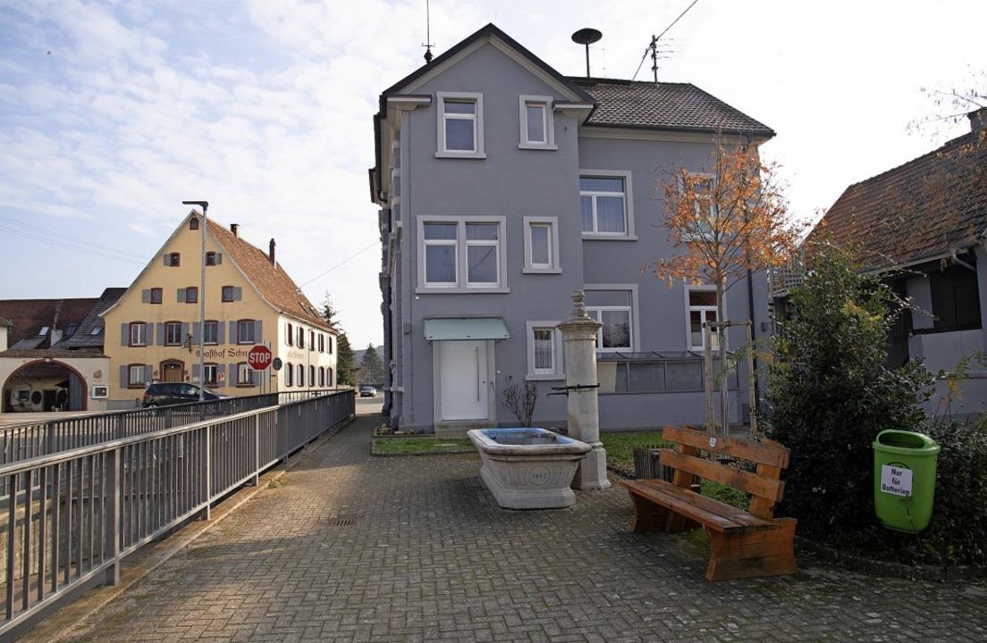 Neu gestaltet wird der Platz hinter dem Rathaus von Seefelden.  | Foto: Volker Münch