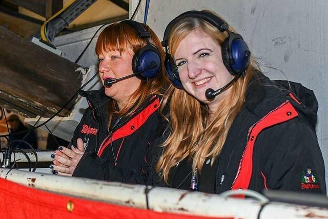 Der EHC Freiburg hat das weltweit einzige weibliche Kommentar-Duo im Profi-Eishockey