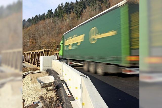 Verkehr rollt über B-317-Behelfsbrücke