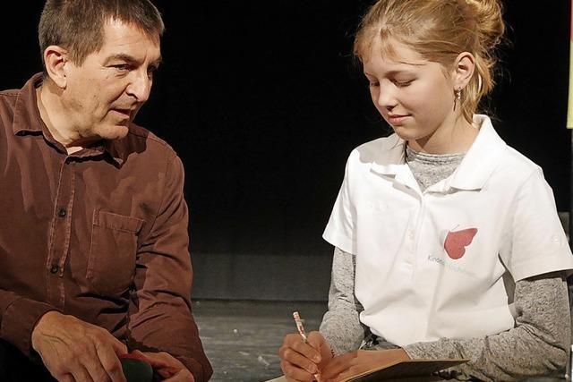 Junge Studenten erfahren, warum Theater Kunst ist