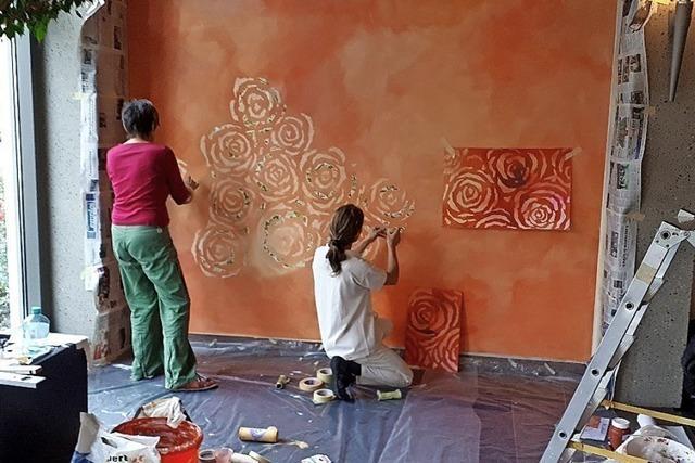 In der Vita Classica blühen Rosen an der Wand