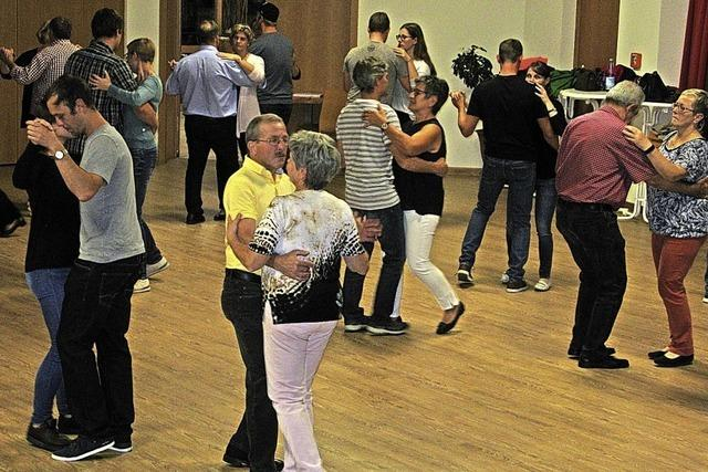 In Bernau wird das Tanzbein geschwungen