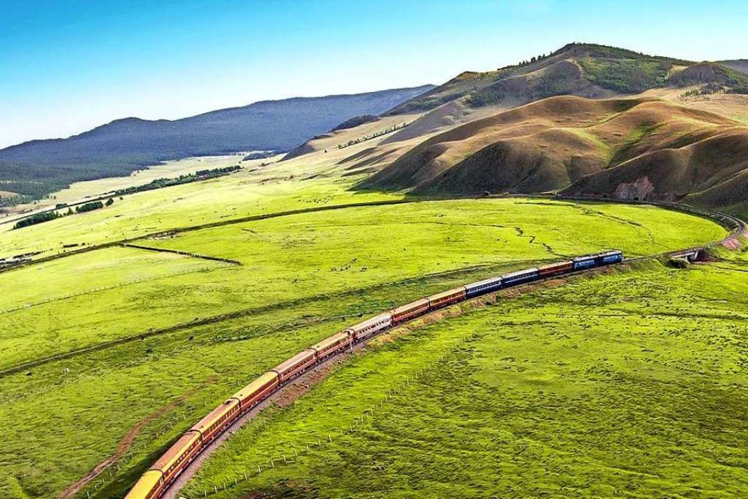 Beeindruckende Landschaft: Durch die W...lt sich die Transsibirische Eisenbahn.  | Foto: Holger Fritzsche