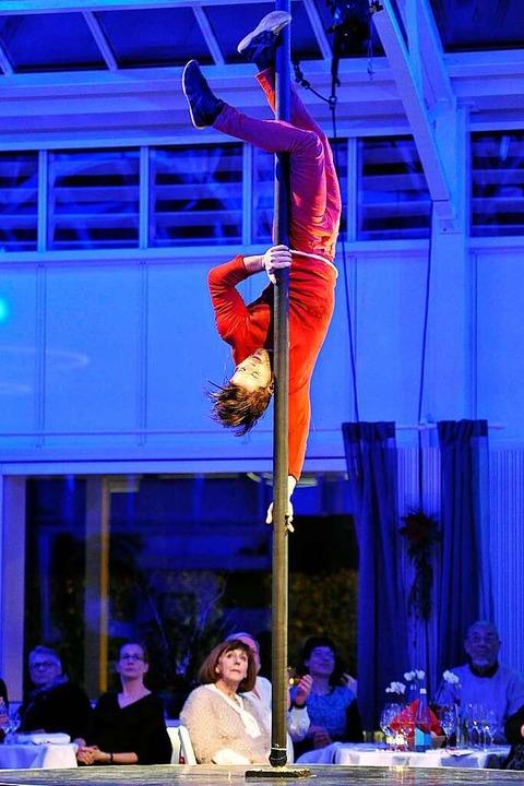Akrobatisch:  Artist David Ayotte aus Kanada an der chinesischen Stange  | Foto: Hans-Peter Müller