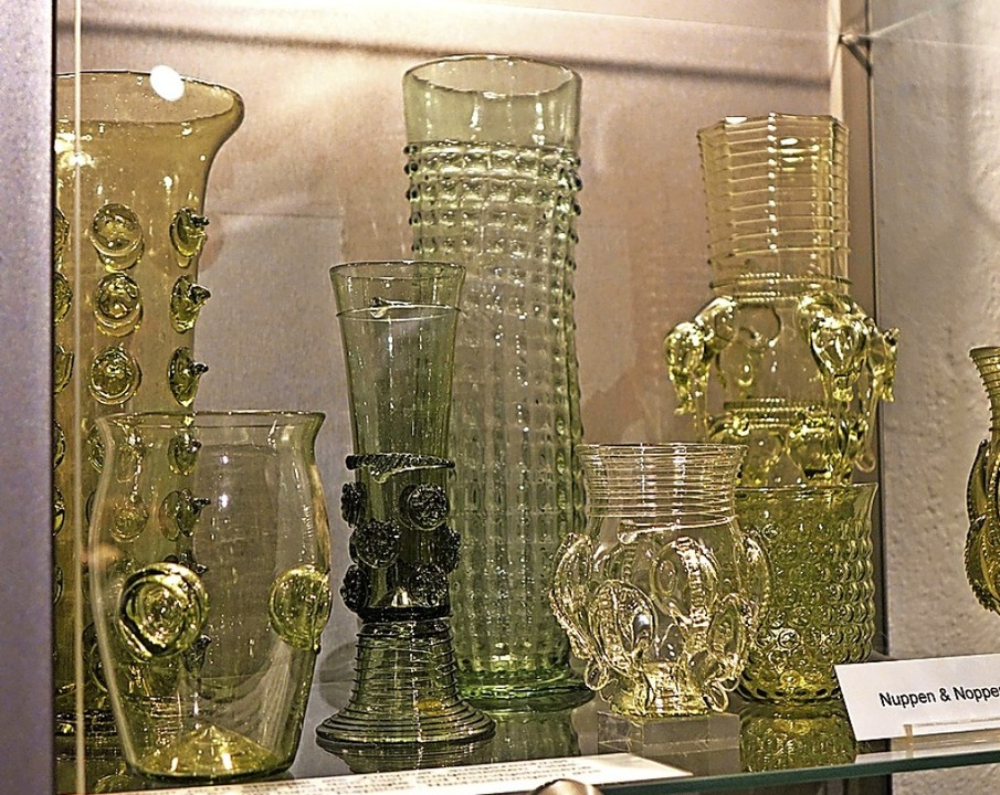 Einige Kostbarkeiten aus der Schatzkam...itsfensters eines Glasofens zu sehen.   | Foto: Roswitha Frey