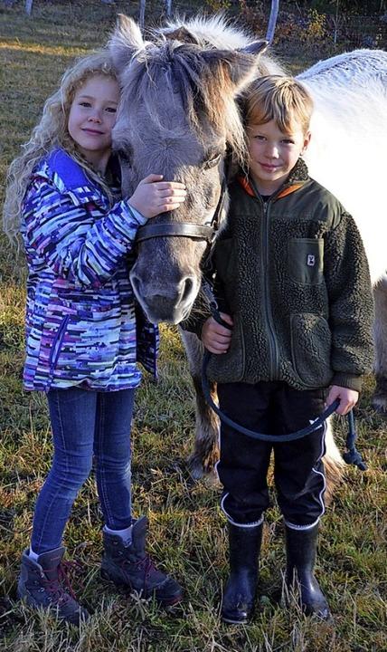 Lieben die Arbeit mit den Pferden: Celeste und Oscar  | Foto: Sarah Trinler