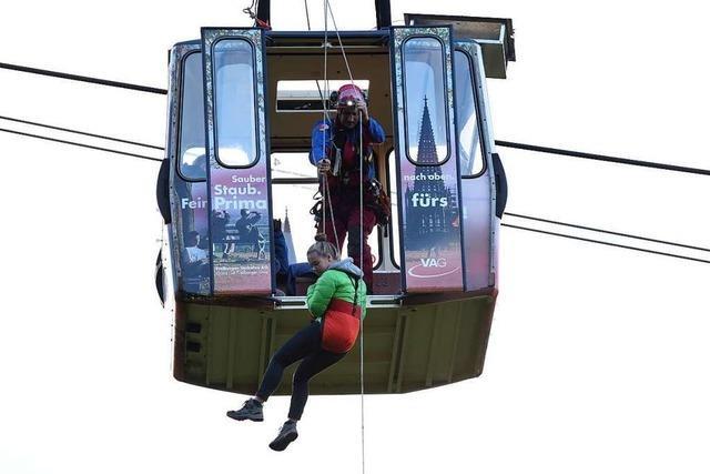 Übung: Wie die Bergwacht 95 Menschen aus den Gondeln der Schauinslandbahn befreit