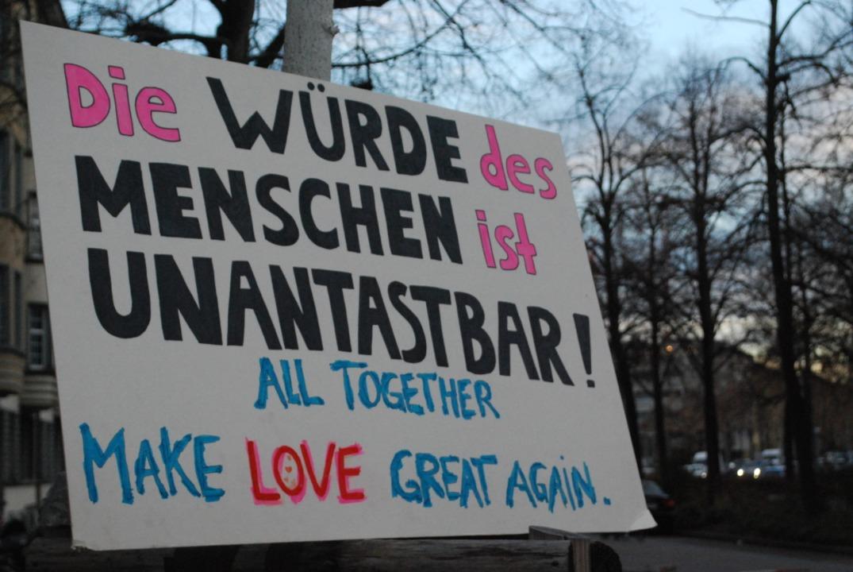 Übrig gebliebenes Demo-Schild  | Foto: Thomas Loisl Mink
