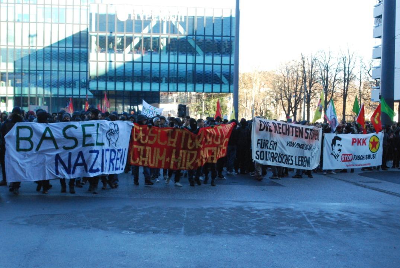 Gut 2000 Personen demonstrierten am Me...gegen den geplanten Aufmarsch der PONS  | Foto: Thomas Loisl Mink