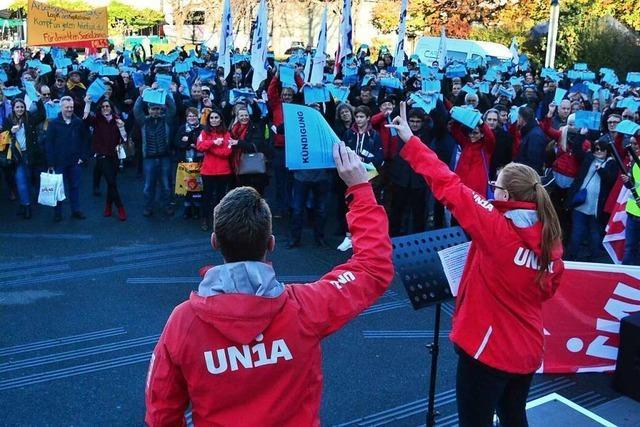 Gewerkschaften protestieren gegen Novartis-Stellenabbau in Basel
