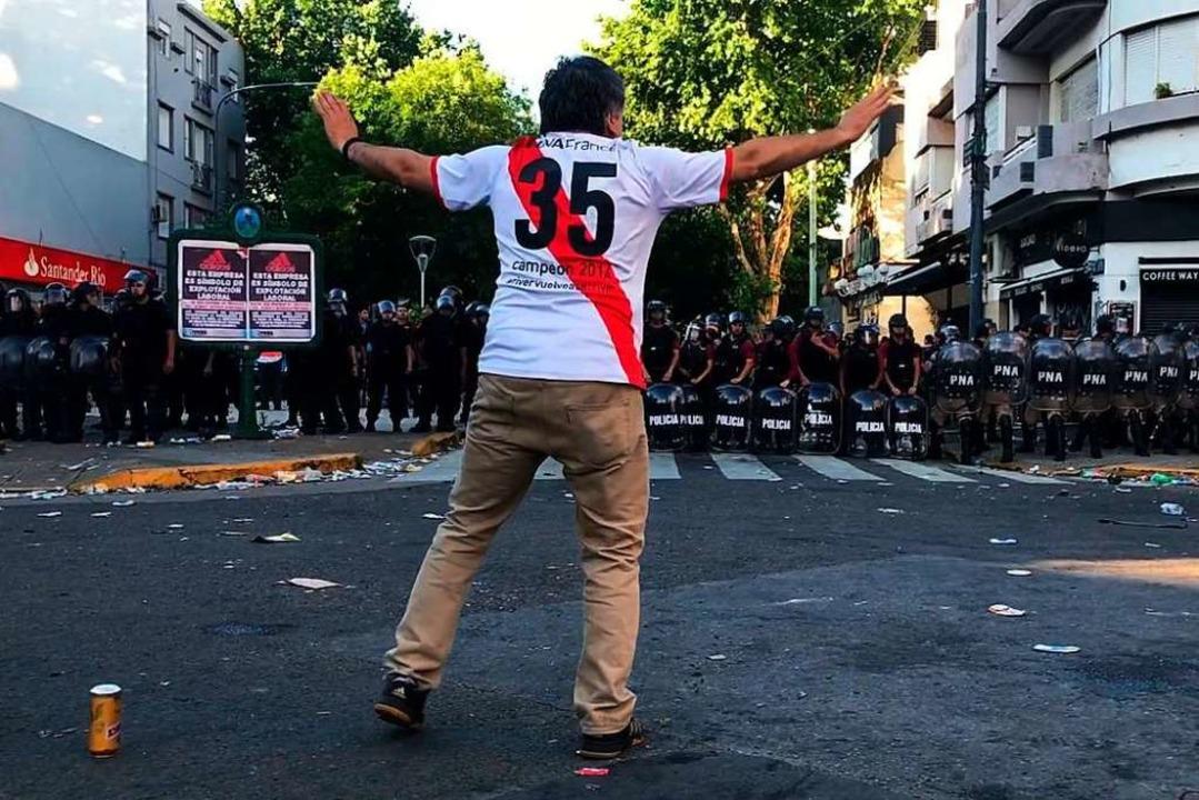 Krawall statt Fußball-Spiel    Foto: AFP