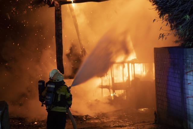 Supermarkt in Müllheimer Innenstadt hat gebrannt – Nachbarhäuser evakuiert