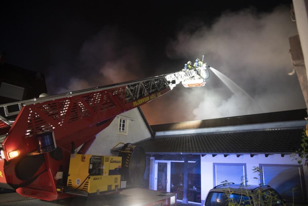 Die Feuerwehr bei Löscharbeiten. In de...Netto-Supermarkt in Müllheim gebrannt.  | Foto: Volker Münch