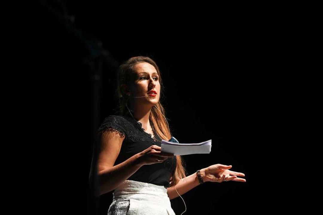 Moderatorin Adelina Gerteis hat selbst...n ihren Abschluss an der DHBW gemacht.  | Foto: Juri Junkov