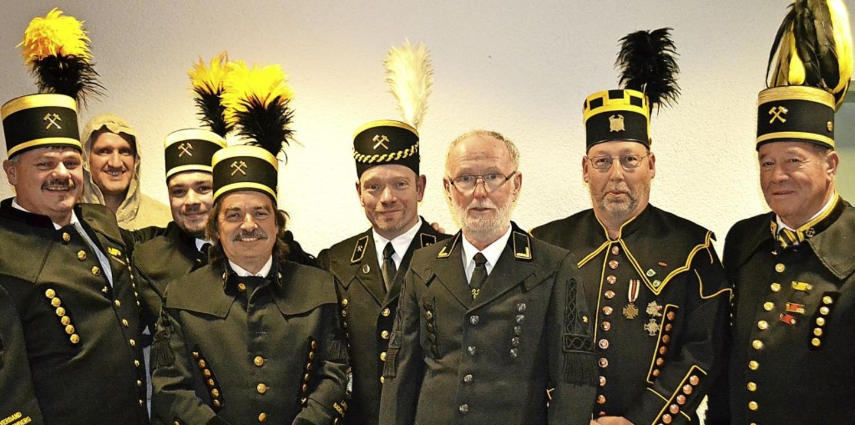 Zahlreiche Vertreter bergmännischer Ve...th (links) zur Barbarafeier begrüßt.    | Foto: Paul Berger