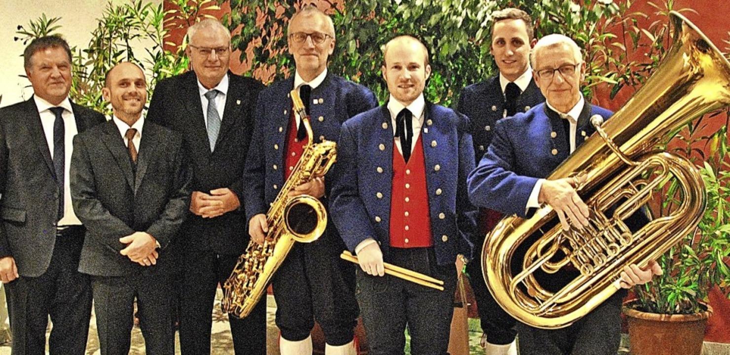 Ehrende und Geehrte  (von links):  Ber...hneider, Julian Büche und Klaus Weber.  | Foto: Ralph Fautz