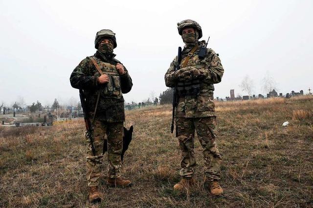Ukrainisches Parlament stimmt 30-tägigem Kriegsrecht zu