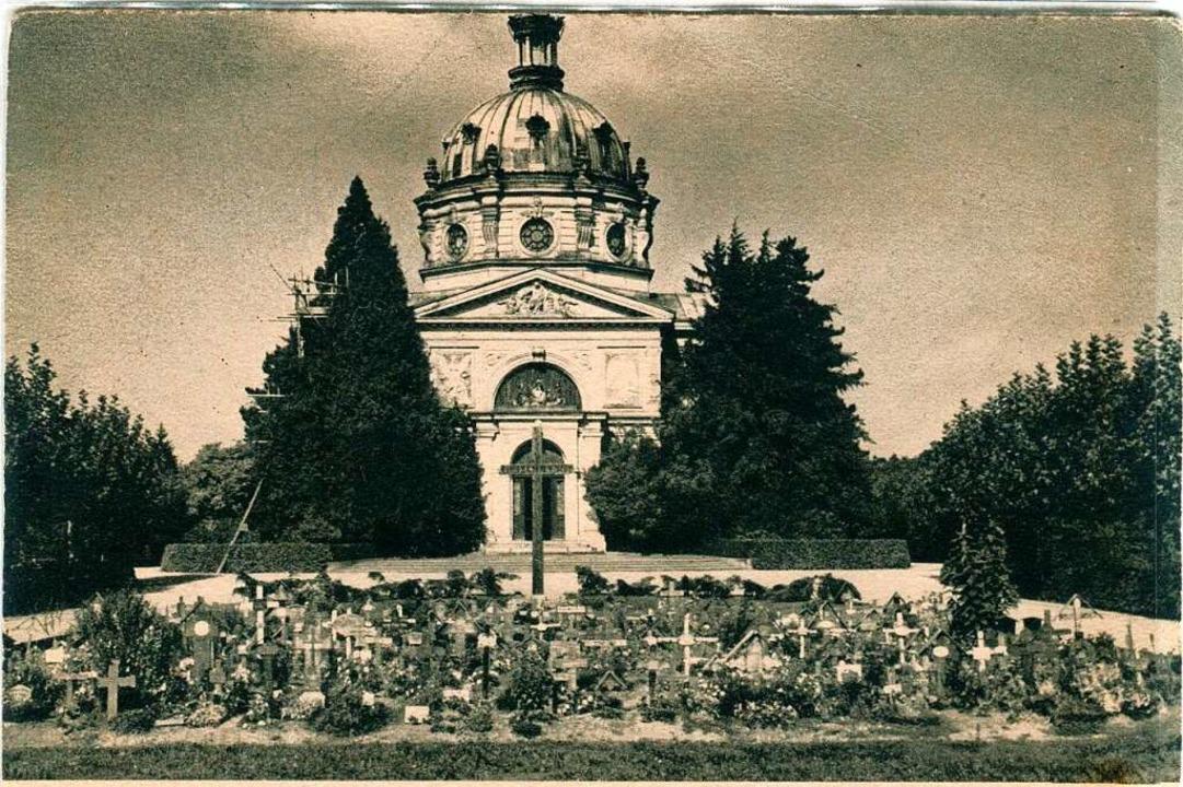 Das Massengrab auf dem Hauptfriedhof v...ung der Anlage (undatierte Postkarte).  | Foto: Archiv Hans-Jürgen Oehler