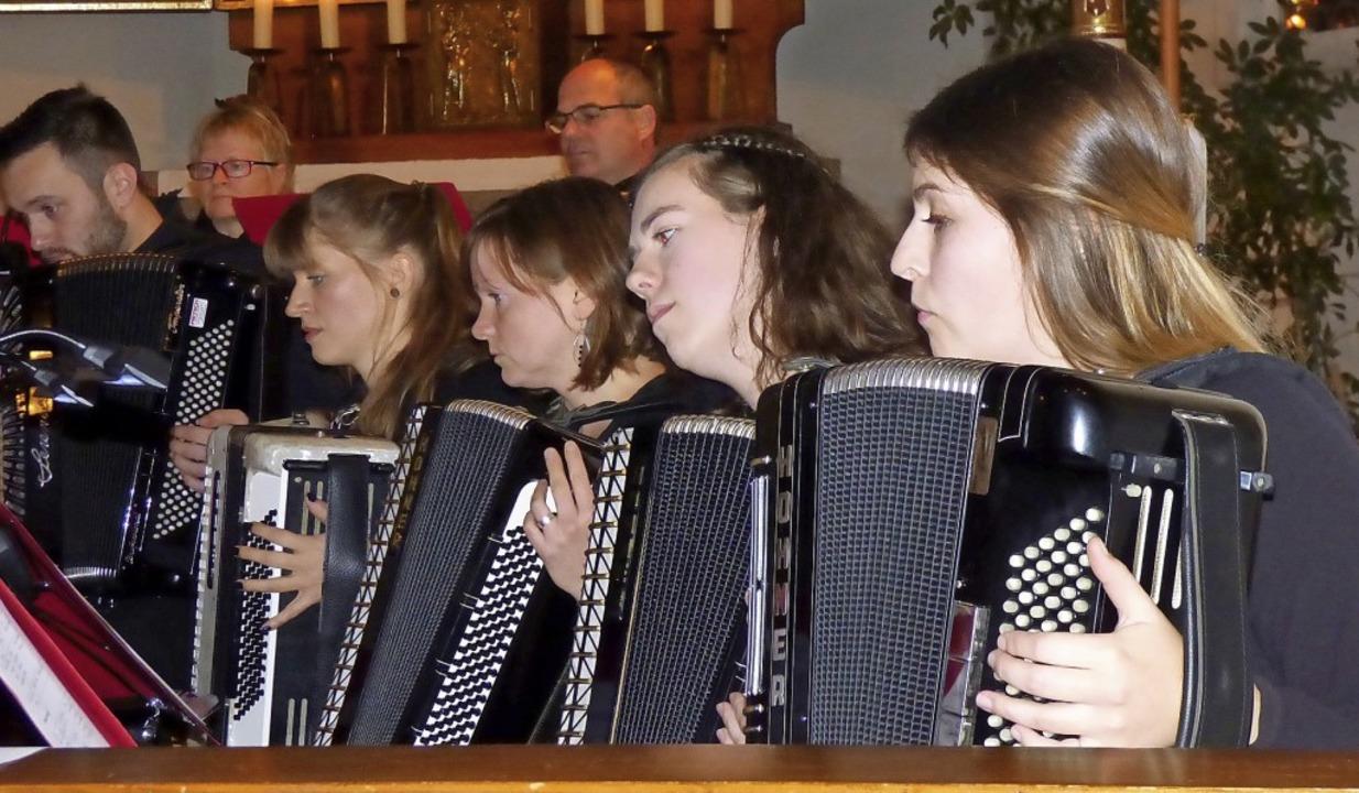 Konzert Akkordeon Spioelgemeinschaft Teningen    Foto: Brigitte Rüssel