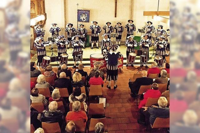 Gregorianische Gesänge, Fanfaren und Posaunen