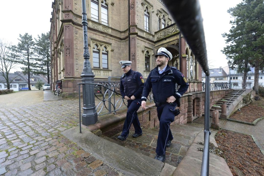Marc Vonthron und Fabian Smyrek-Schöne...er Nord laufen Streife im Colombipark.    Foto: Ingo Schneider