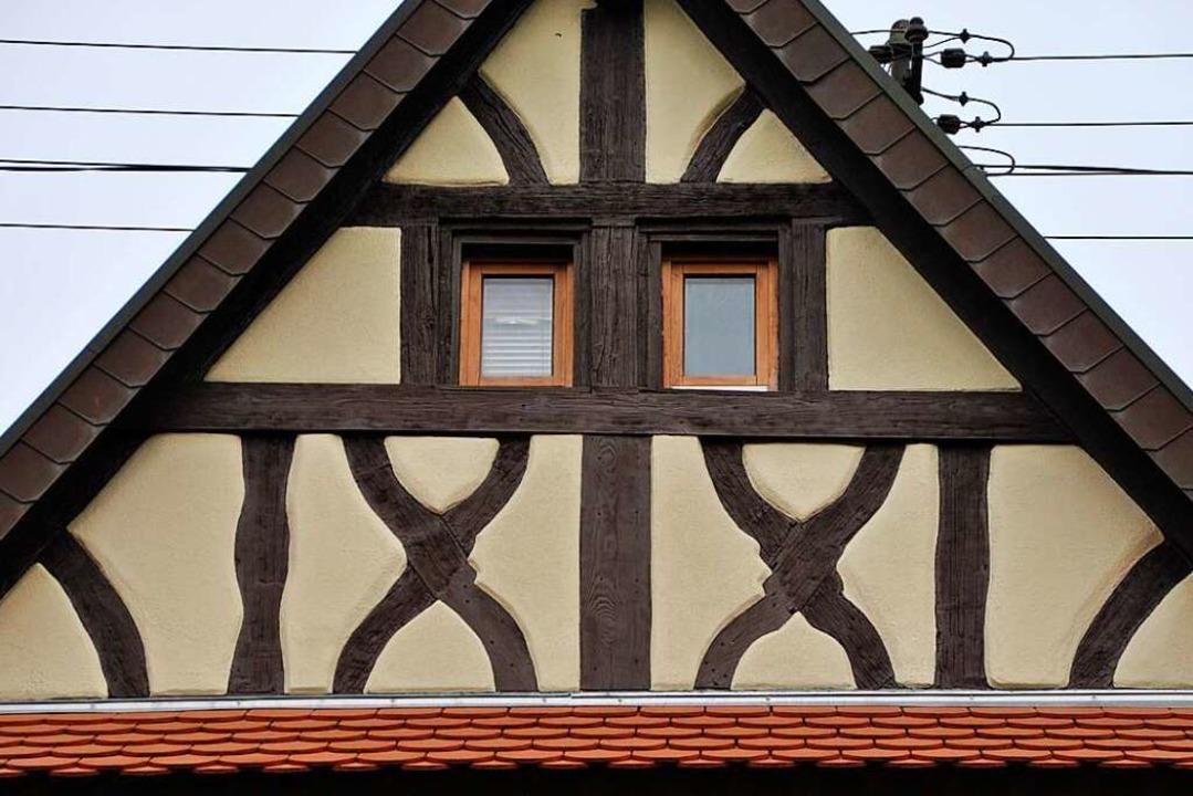 Fachwerkhaus in Gottenheim mit zwei Balkenkreuzen in Form eines Andreaskreuzes  | Foto: Manfred Frietsch