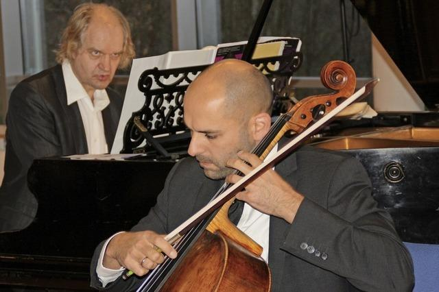 Daniel Sorour (Violoncello) und Clemens Kröger (Klavier) geben am Sonntag, 2. Dezember, Konzert in der Klinik Wehrawald in Todtmoos.