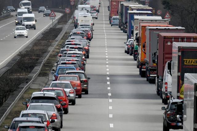 Keine Rettungsgasse gebildet: Mehrere Bußgelder nach Unfall auf der A5