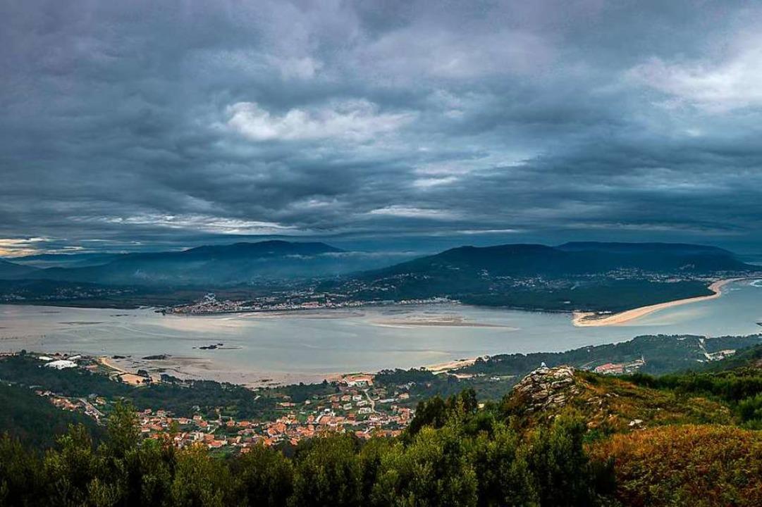 Seit  Jahrzehnten  ist die galicische ...illegale Handel mit Kaffee oder Tabak.  | Foto: Adobe.com/dahms (2)