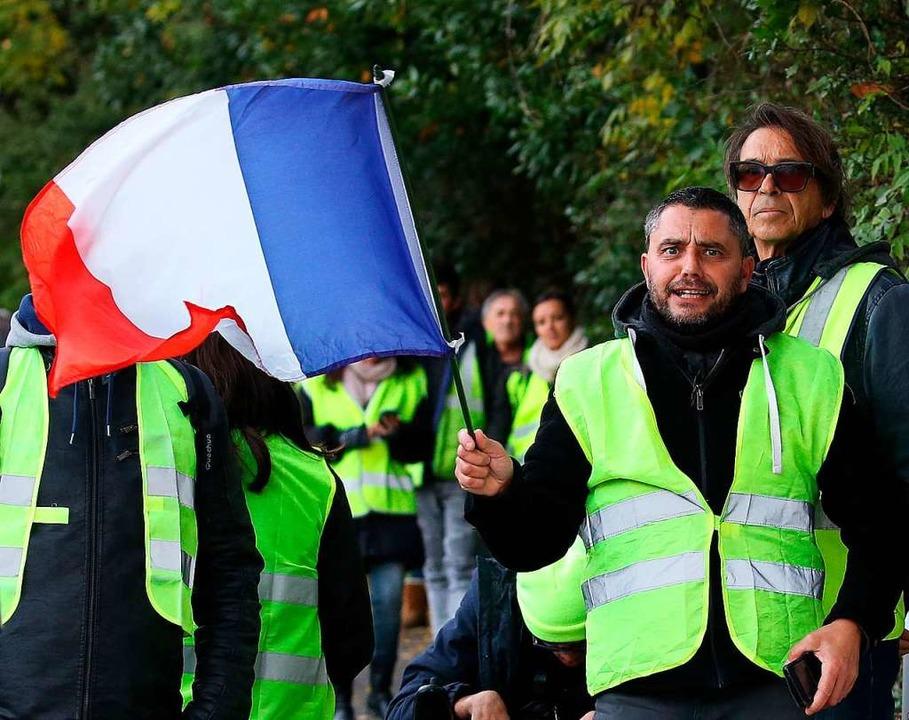 In Frankreich ist die gelbe Warnweste ...och Verbindungen zu Rechtsextremisten.  | Foto: dpa