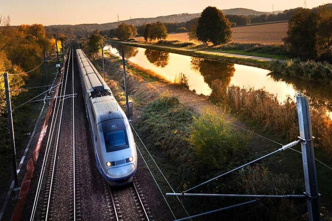 Die Fahrt von Freiburg nach Paris mit ...ezember nur noch 3 Stunden 13 Minuten.  | Foto: Serge Nied (Adobe Stock)