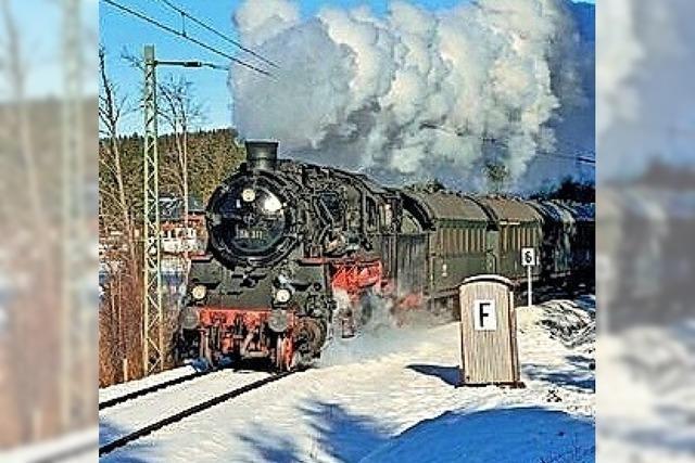 Nikolaus fährt im Dampfzug mit