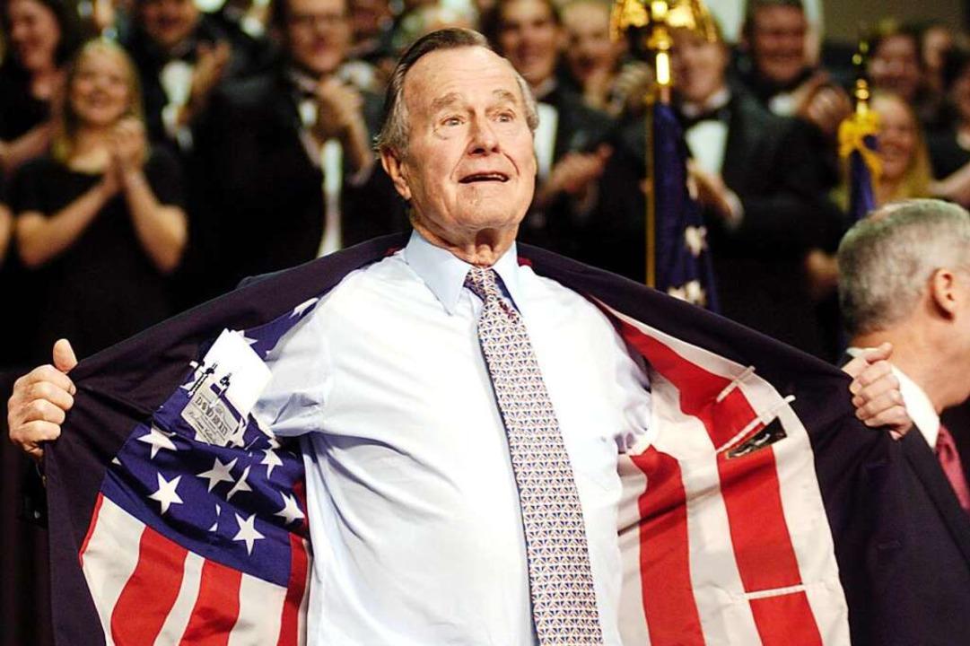 Der ehemalige US-Präsident George H.W....s, das der US-Fahne nachempfunden ist.    Foto: dpa