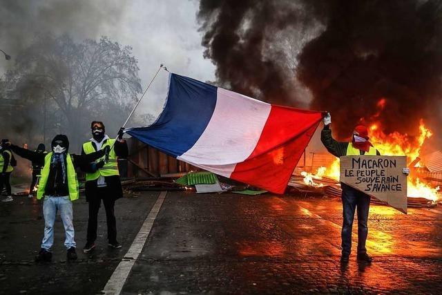 Mehr als 100 Verletzte bei gewaltsamen Protesten gegen Regierung in Paris
